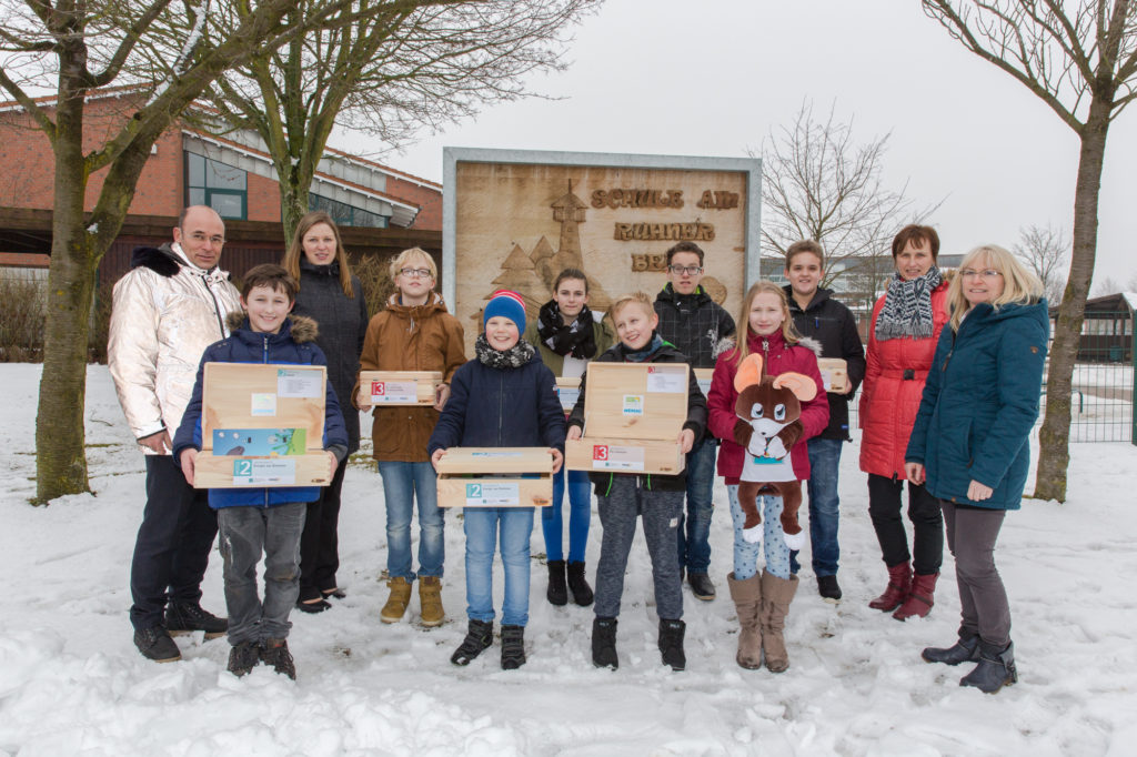 PM_WE17_06 Übergabe 21 Materialboxen an Schule am Ruhner Berg in Marnitz
